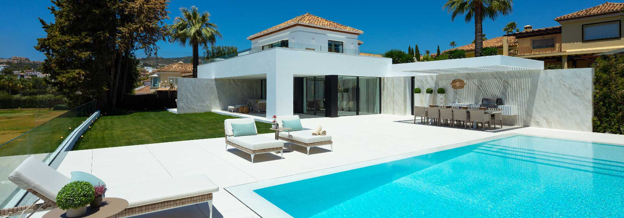 Front line golf Villa with panoramic views, a few steps from Los Naranjos Golf Clubhouse, in Nueva Andalucia Marbella