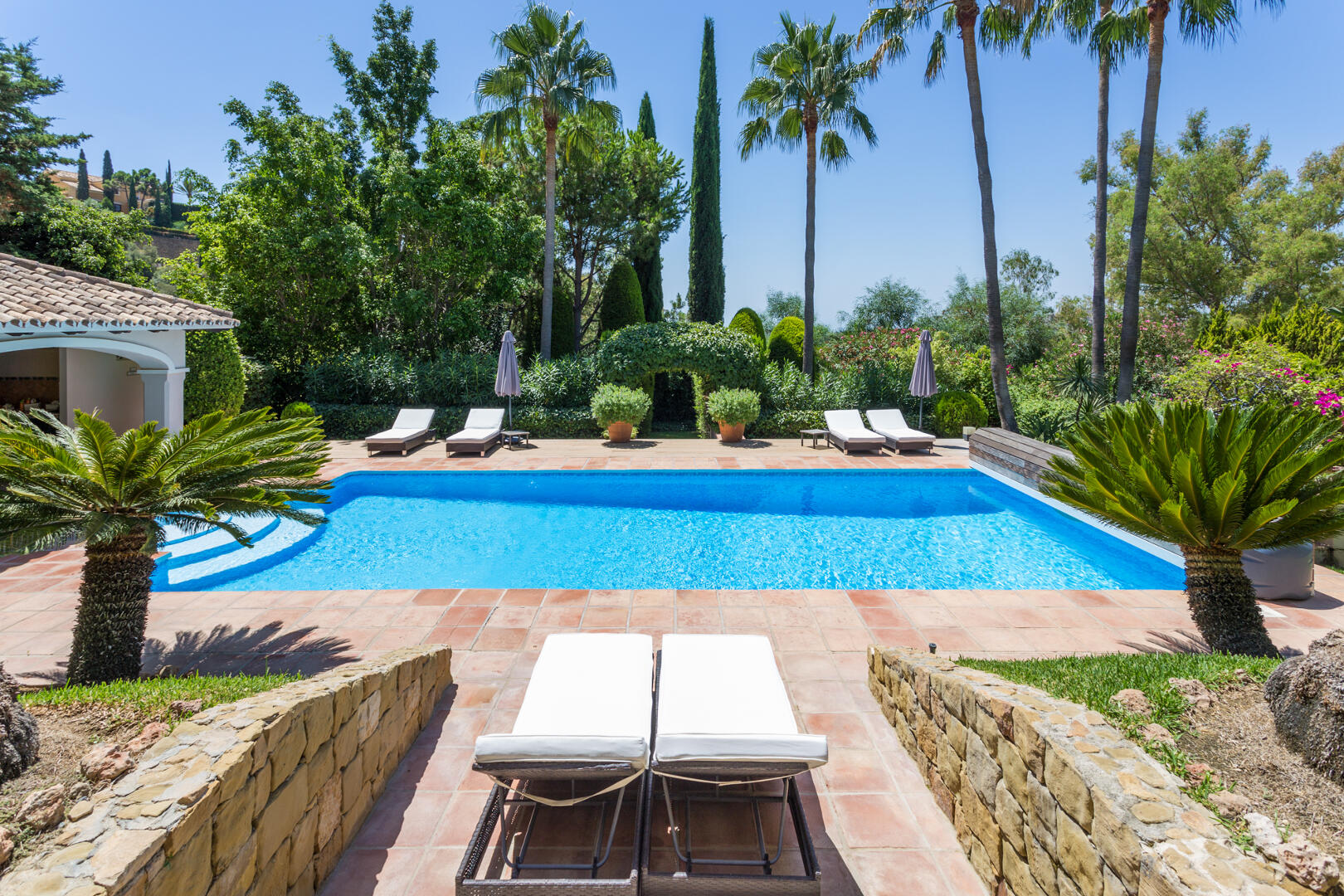 Beautiful private 5 bedroom Villa in Puerto de los Almendros gated community in Benahavis municipality