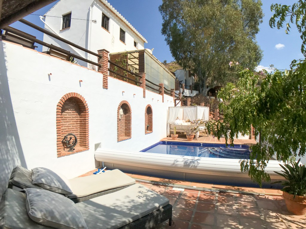 Rustic Finca, 5 Bedroom, 2 Separate Apartments, Alora
