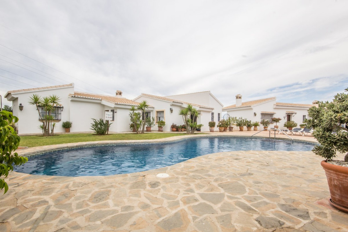 Charming fully reformed 4 bed Townhouse in El Chaparral